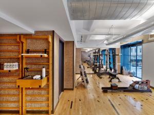 1 ホテル セントラル パークにあるフィットネスセンターまたはフィットネス設備