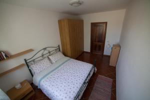 A bed or beds in a room at La Casetta di Lina