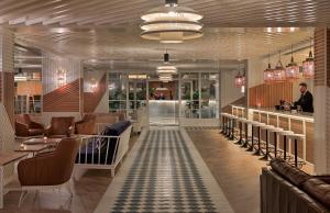 Un restaurante o sitio para comer en H10 Cambrils Playa