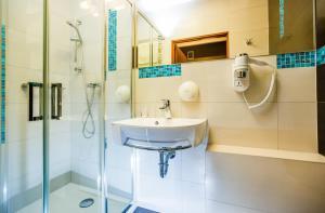 A bathroom at Hotel Wyspiański