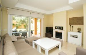 En sittgrupp på Villas Altos De Marbella