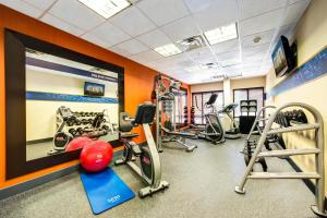The fitness centre and/or fitness facilities at Hampton Inn & Suites-Atlanta Airport North-I-85