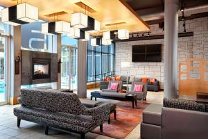 A seating area at Aloft Montreal Airport