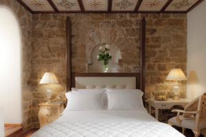 Cama ou camas em um quarto em Golden Tower Hotel & Spa