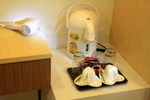 Coffee and tea-making facilities at Panmanee Hotel