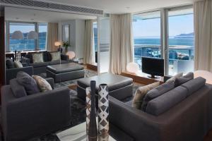 Uma área de estar em Troia Design Hotel
