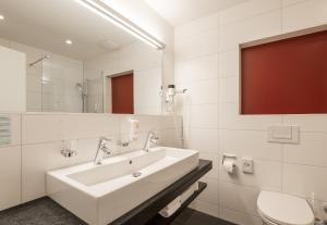 Ein Badezimmer in der Unterkunft Hotel Alpina Luzern
