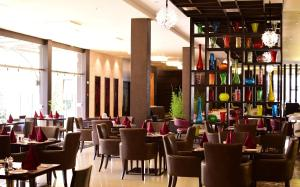 A restaurant or other place to eat at DoubleTree by Hilton Nairobi