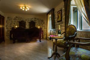 A seating area at B&B Casa del Sol Rozalija