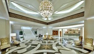 Um restaurante ou outro lugar para comer em Conrad Makkah