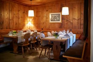 A restaurant or other place to eat at Hotel Landhaus