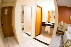 Un baño de Sleep Inn Manaus