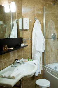 A bathroom at Grand Hotel Terme
