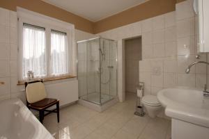 Ein Badezimmer in der Unterkunft Roßtrappensicht