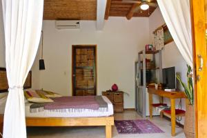 A bed or beds in a room at Griss Lodge & Villas