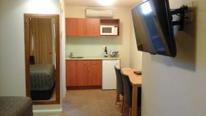 A kitchen or kitchenette at Willows Motel