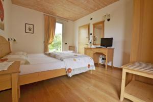 A bed or beds in a room at Agriturismo Locanda de l'Arguta