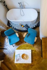 A bathroom at DeZign Superior Apartments & Rooms