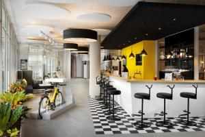 The lounge or bar area at Ibis Styles Budapest City