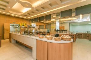 A restaurant or other place to eat at Hotel Atlantico Tower