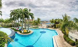 A view of the pool at Hotel Olé Caribe or nearby