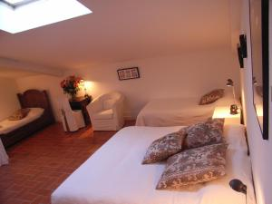 A bed or beds in a room at B&B Caza Sereyna