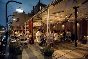 Een restaurant of ander eetgelegenheid bij Sixty LES