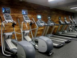 The fitness center and/or fitness facilities at The Paramount Hotel