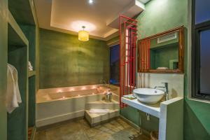 Ein Badezimmer in der Unterkunft Primefold Hotel