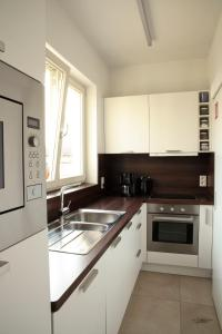 A kitchen or kitchenette at Place 2 stay