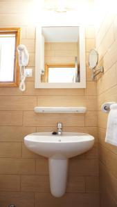 Salle de bains dans l'établissement Astbury Apartments Campanitx Villas