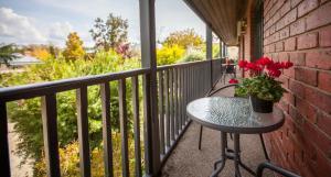 A balcony or terrace at Armour Motor Inn