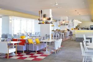 A restaurant or other place to eat at Pestana Alvor South Beach Premium Suite Hotel