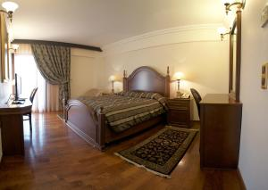 A bed or beds in a room at Aeton Melathron Hotel