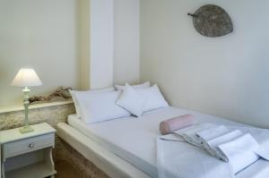 A bed or beds in a room at Oceanis