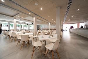 Een restaurant of ander eetgelegenheid bij 4R Miramar Calafell