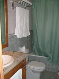 A bathroom at Hotel Portas Do Dao