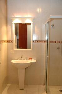 A bathroom at Pousada Chablis