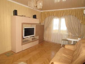 Телевизор и/или развлекательный центр в 2 х ком квартира на ул Горького дом 37