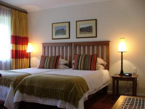 Кровать или кровати в номере The Graywood Hotel
