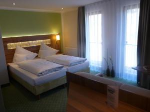 Ein Bett oder Betten in einem Zimmer der Unterkunft Hotel- Landgasthof Baumhof-Tenne