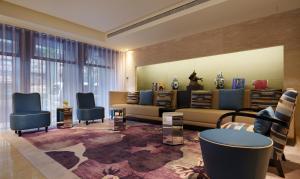 A seating area at Quarantine Hotel - Taipei Fullerton Hotel-Maison North