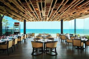 A restaurant or other place to eat at Hua Hin Marriott Resort and Spa