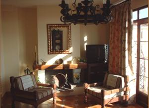 A television and/or entertainment centre at Hotel Los Rebites