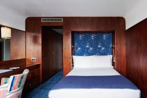 Cama o camas de una habitación en The Maritime Hotel