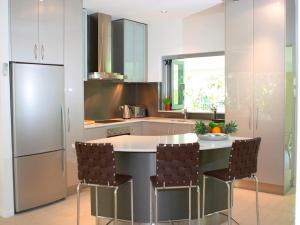 A kitchen or kitchenette at Aquatica - Luxe Holiday Home