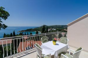 A balcony or terrace at Apartments Marmo