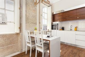 Een keuken of kitchenette bij Oporto Home - River Front