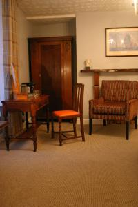 A seating area at Horse & Groom B&B