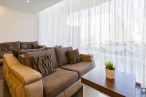 Uma área de estar em Madeira Hotel Suites